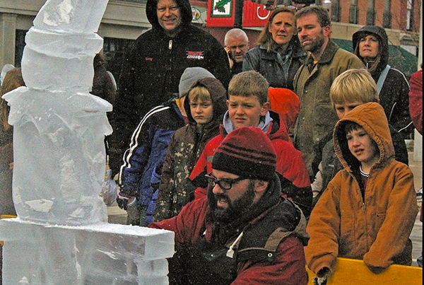 Chicago Winter Holiday Elf Ice Sculpture Live Demo
